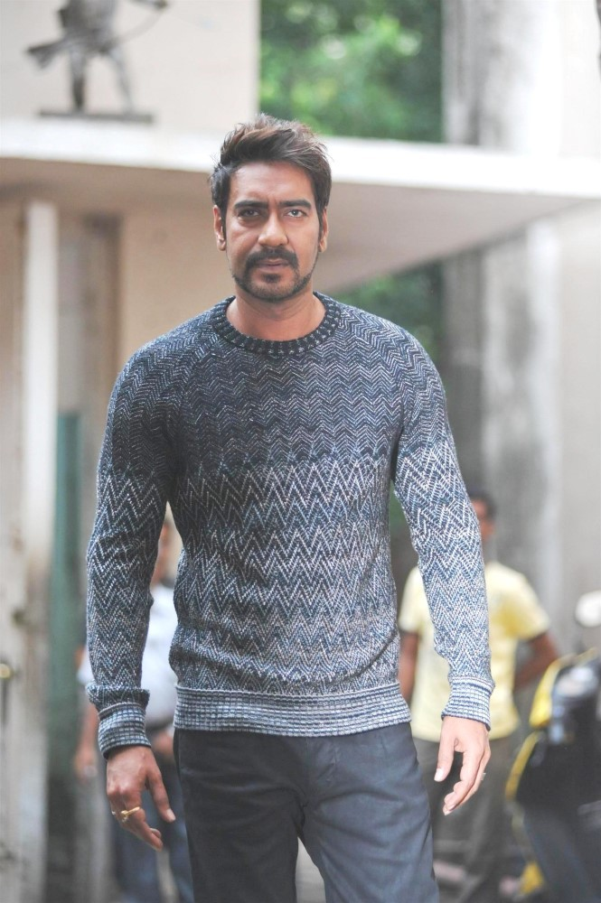 Bollywood Super Star Ajay Devgan Hot HD Photos Download