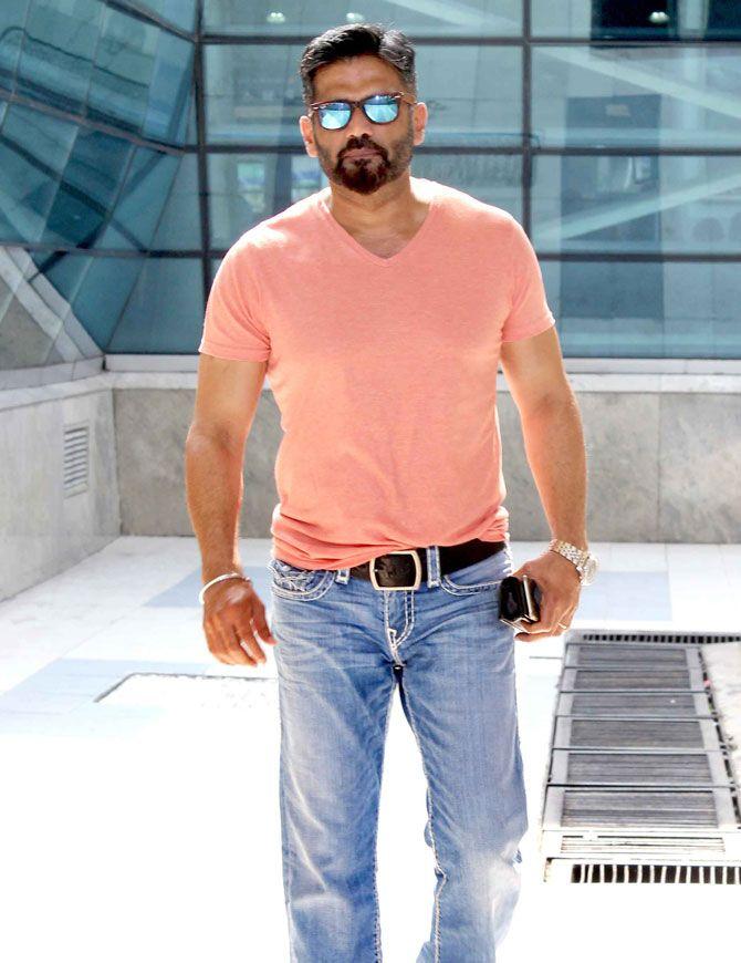 Bollywood Super Star Suniel Shetty Hot HD Photos Download