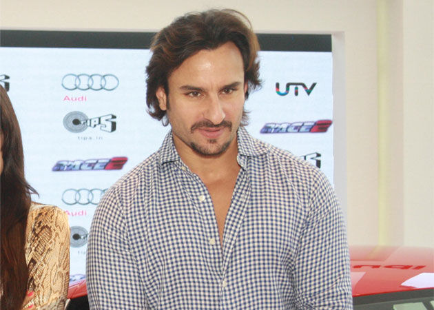 Saif Ali Khan Beautiful Smile Photos Images Download