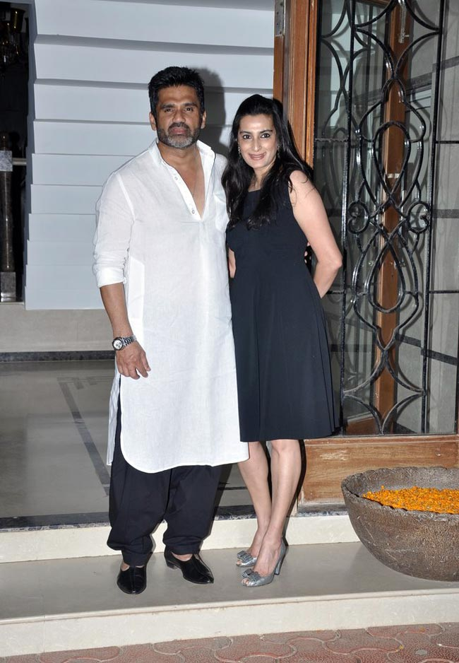 Suniel Shetty With His Wife Mana Shetty Hot Looking Images Wallpapers