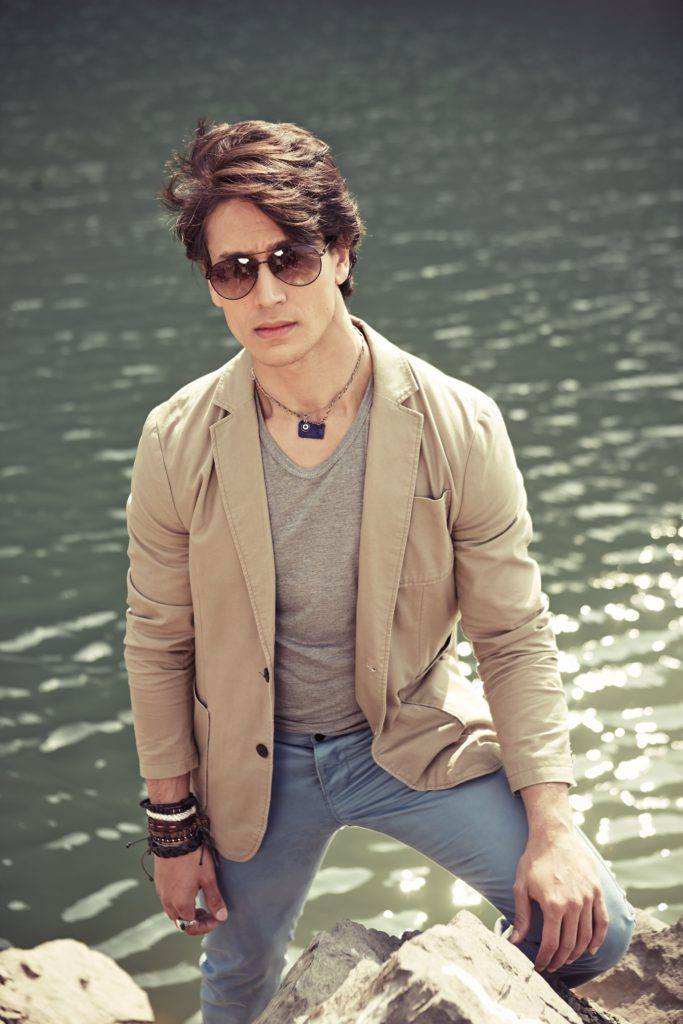 Tiger Shroff Cute & Sexy Looking Wallpapers Images