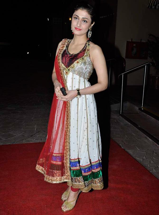 Bollywood Actress Ragini Khanna Hot Images