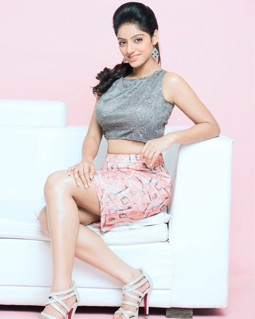 Deepika Singh Beautiful Look In Shorts