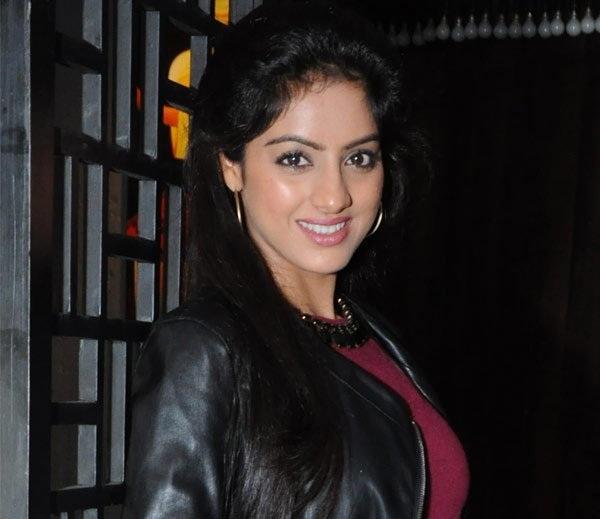 Deepika Singh Cute Smile Photos