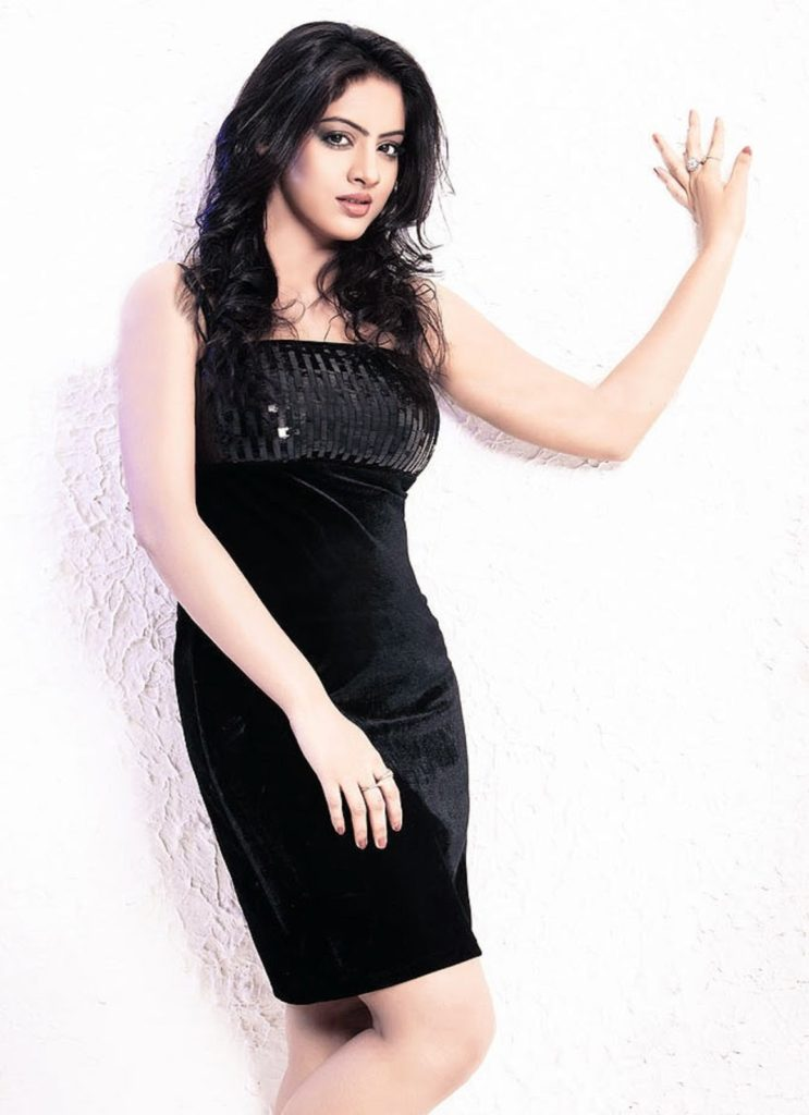 Deepika Singh Hot In Short Cloths