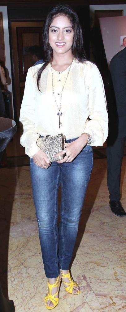 Deepika Singh Hot In Short Jeans