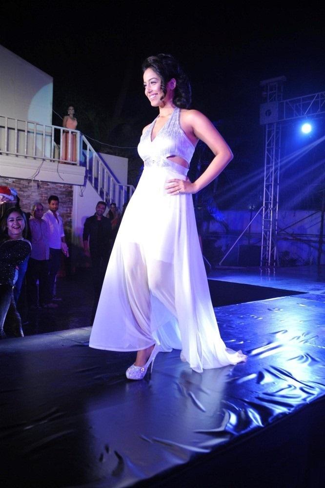 Deepika Singh Hot Look At Award Show