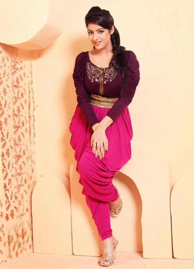 Deepika Singh Photo Gallery