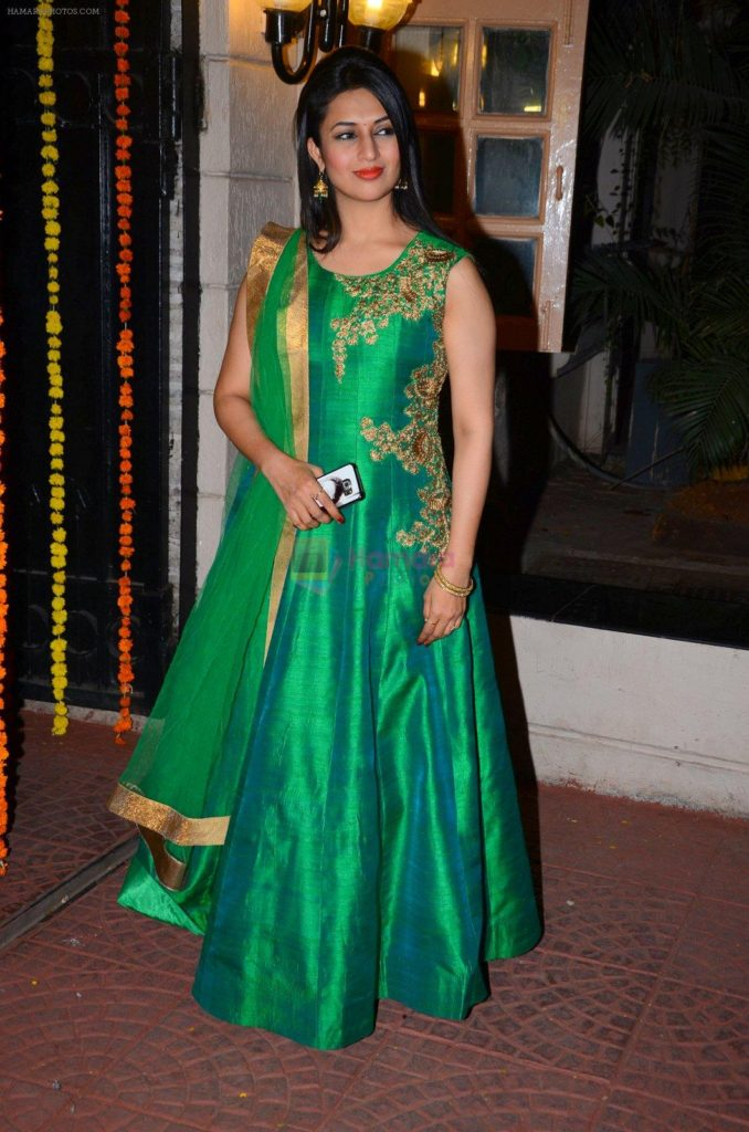 Divyanka Tripathi In Salwaar Suit Pictures
