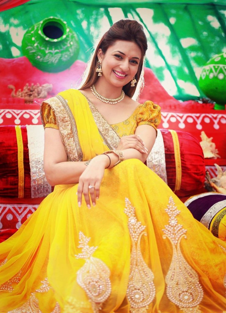 Divyanka Tripathi Very Beautiful Pictures HD