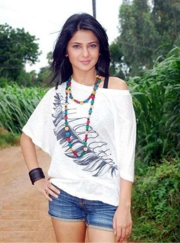 Jennifer Winget Hot In Short Jeans