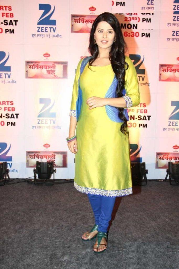Kratika Sengar Hot Look In Salwaar