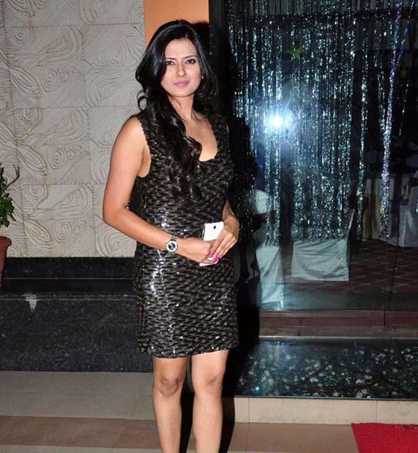 Kratika Sengar Hot Look In Short Cloths