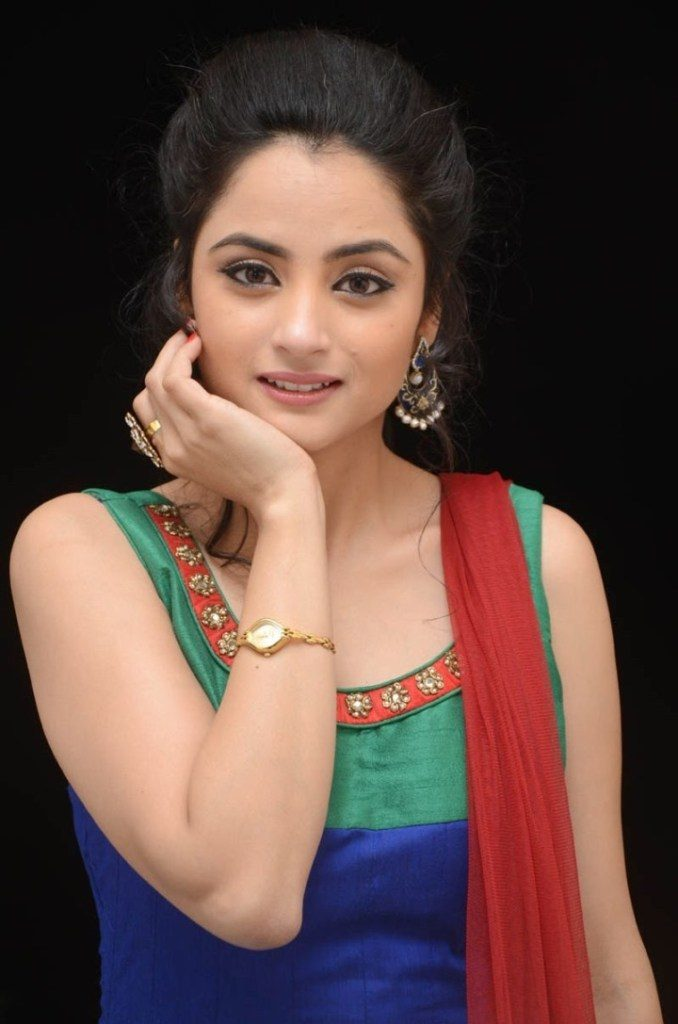 Madirakshi Mundle Sexy Photos