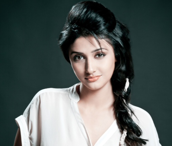 Ragini Khanna Beautiful Smile Pictures