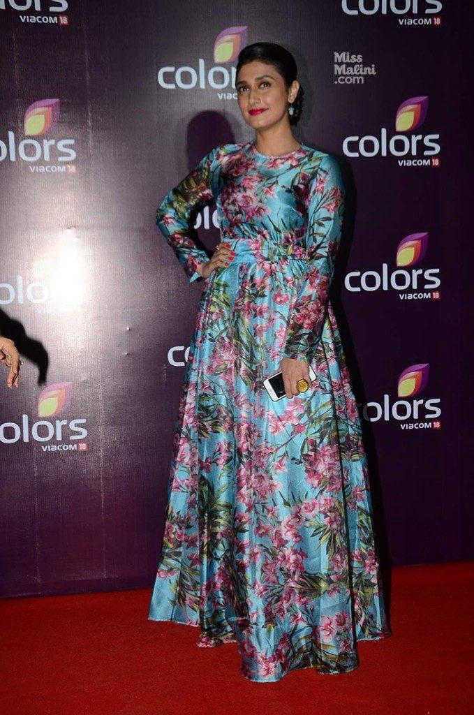 Ragini Khanna  Cute HD Pictures Hot Boobs
