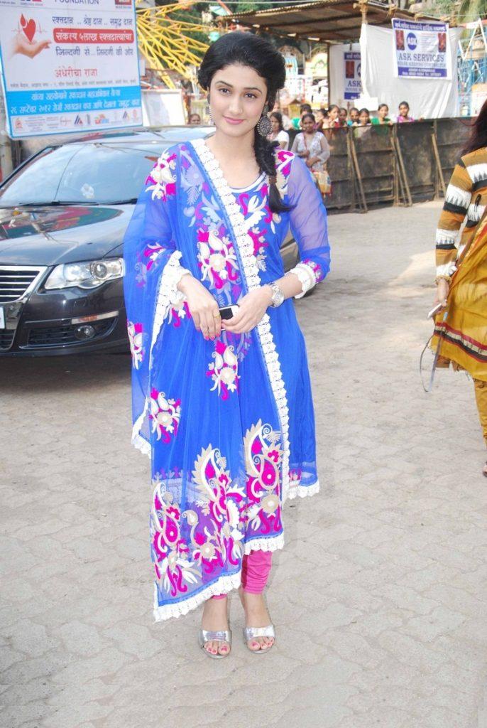 Ragini Khanna Hair Style Photos