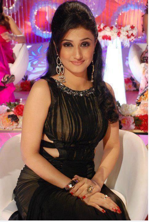 Ragini Khanna Hot Look In Black Drass