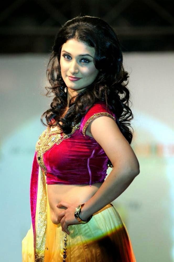 Ragini Khanna Hot