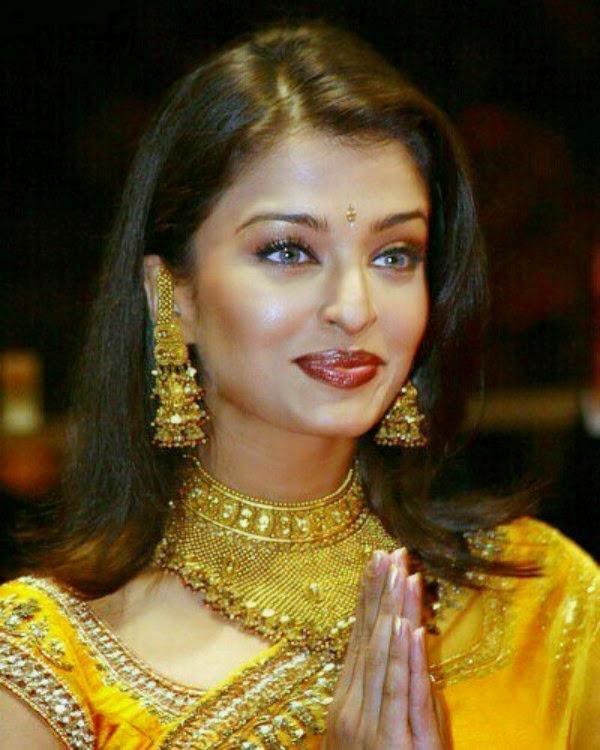 Aishwarya Rai Cute Smile Images