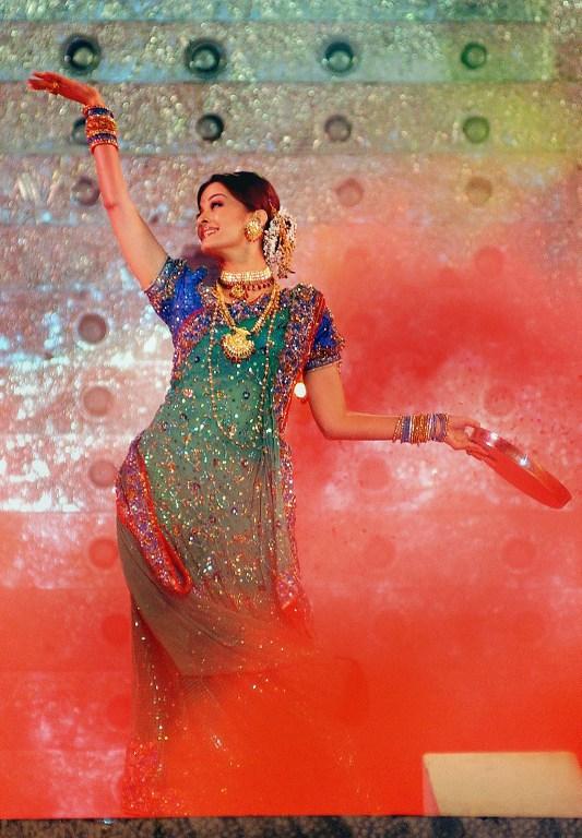 Aishwarya Rai Dance Pictures