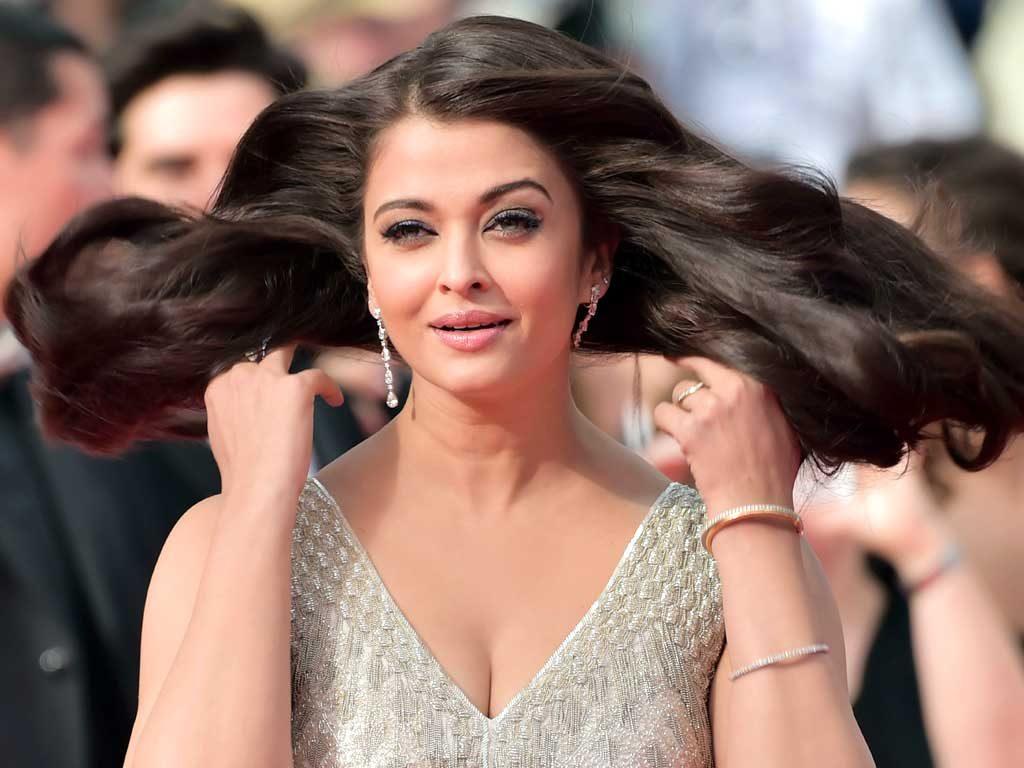Aishwarya Rai Hot Look In Bikini Photoshoot