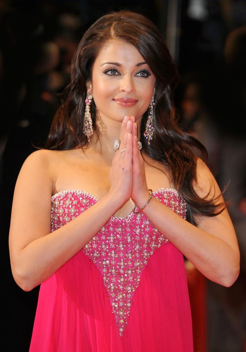 Aishwarya Rai Hot Look In Pink Color Images
