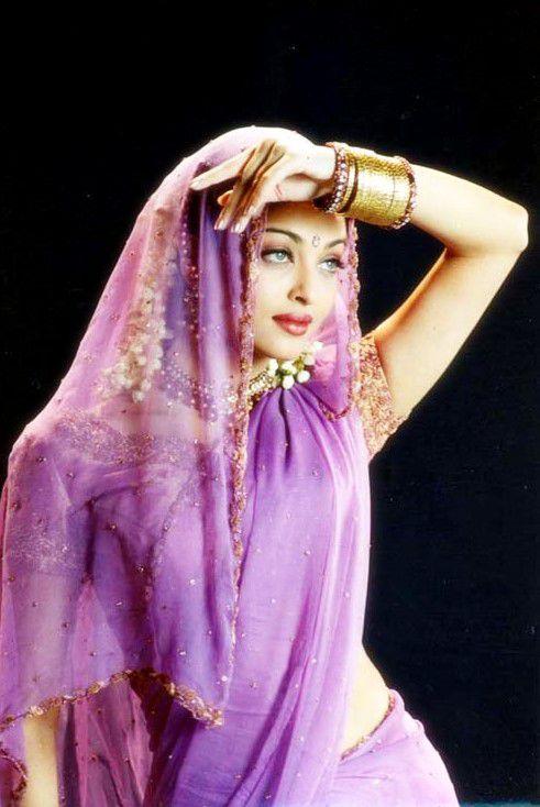 Aishwarya Rai Hot Photo In Saree