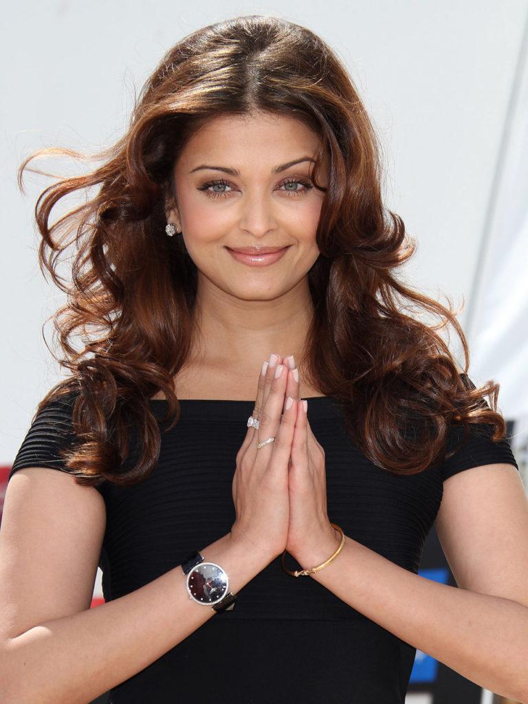 Aishwarya Rai In Indian Look Images