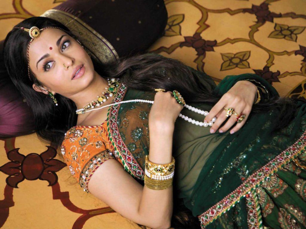 Aishwarya Rai Sleeping Images