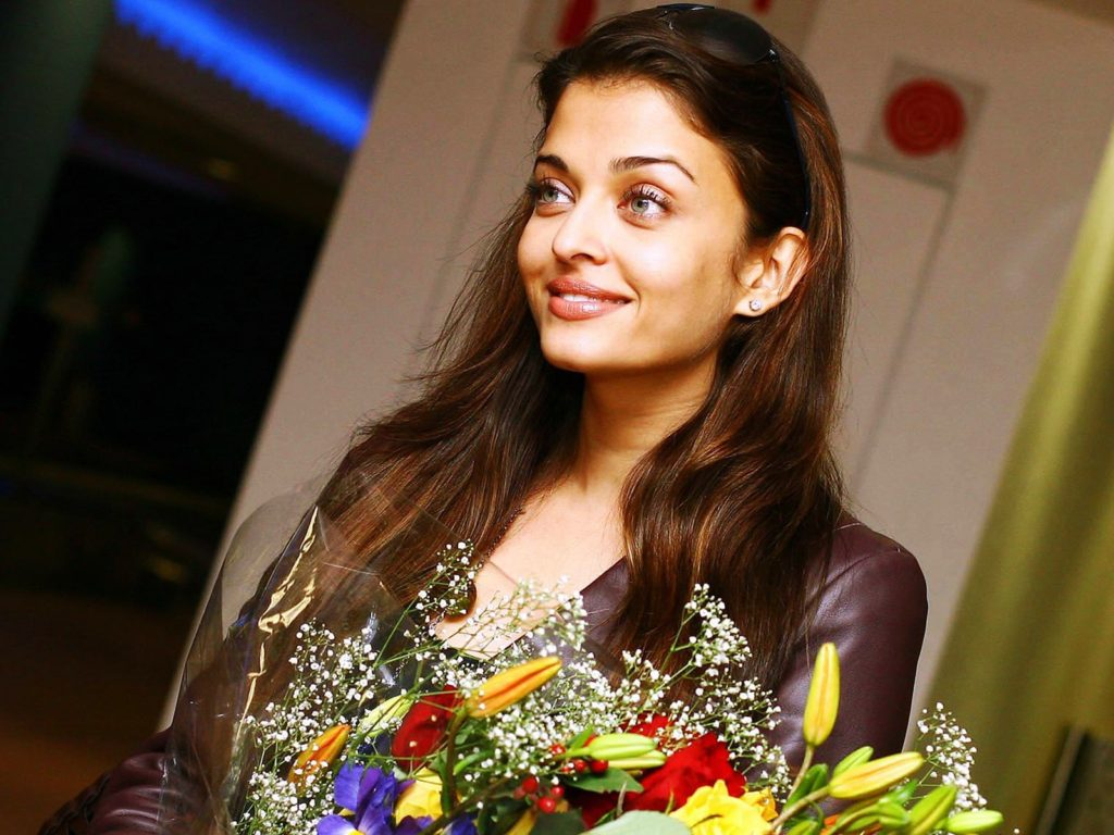 Aishwarya Rai With Flowers Pictures