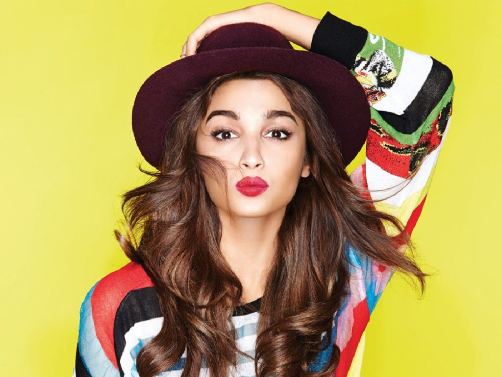 Alia Bhatt Kissing Photos