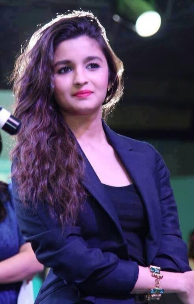 Alia Bhatt Latest Hair Style Wallpaper