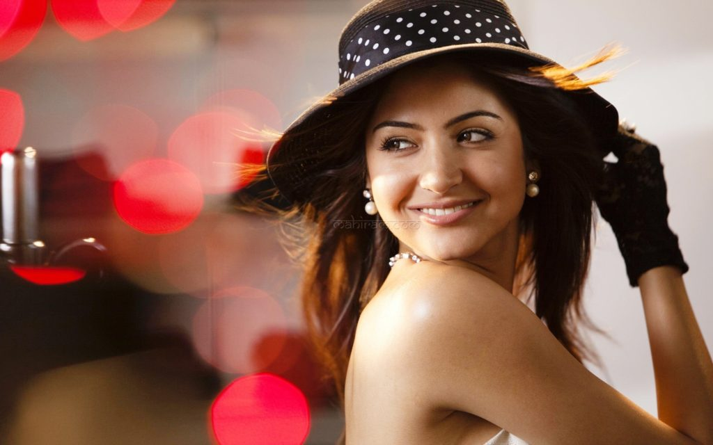 Anushka Sharma Beautiful Smile Pictures