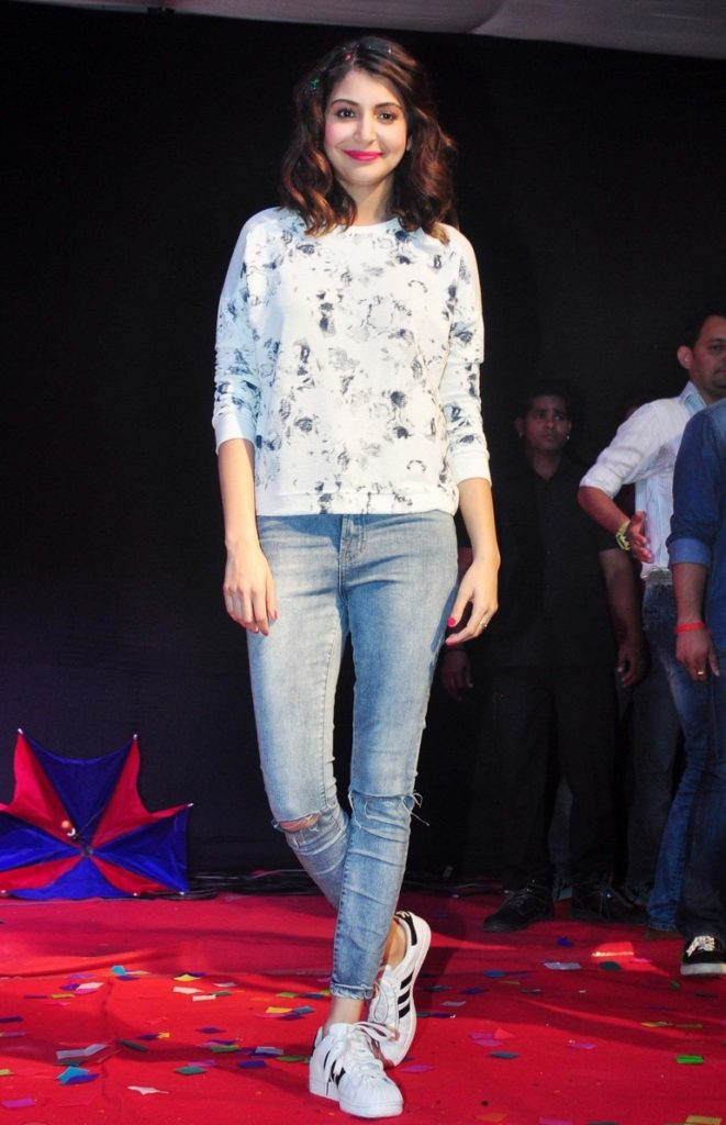 Anushka Sharma Hot In Jeans Images