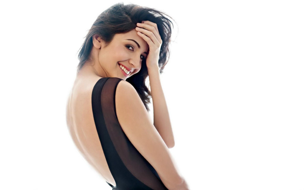 Anushka Sharma In Back Less Cloths Images