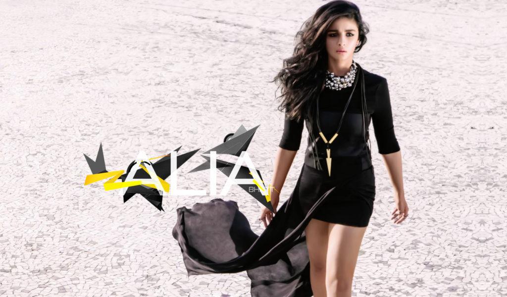 Beautiful Alia Bhatt Hot In Party Look