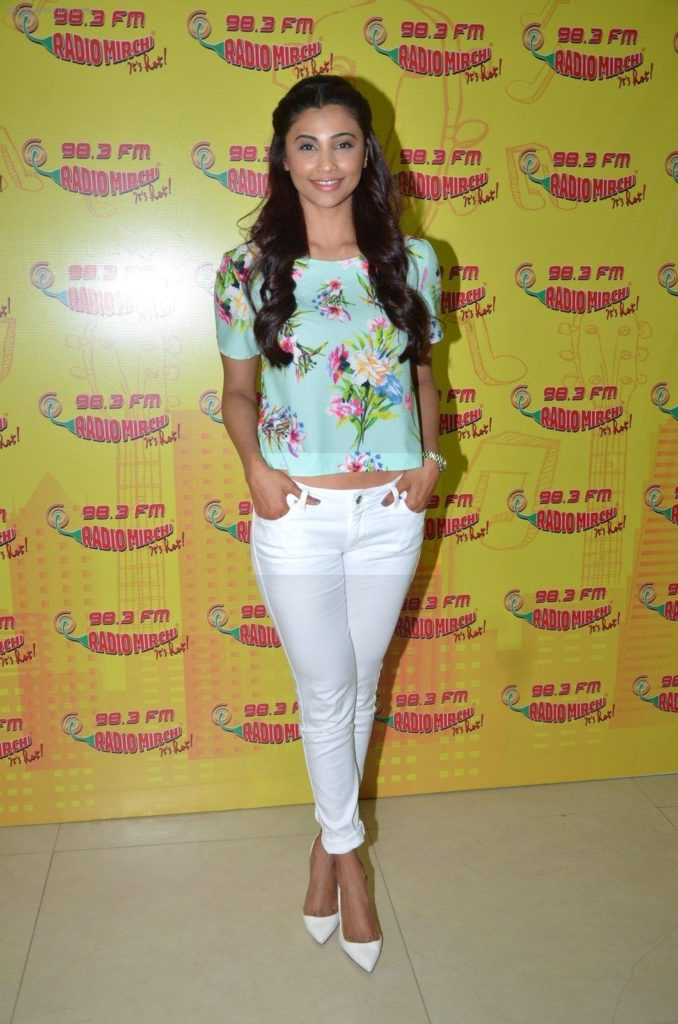 Daisy Shah Hot