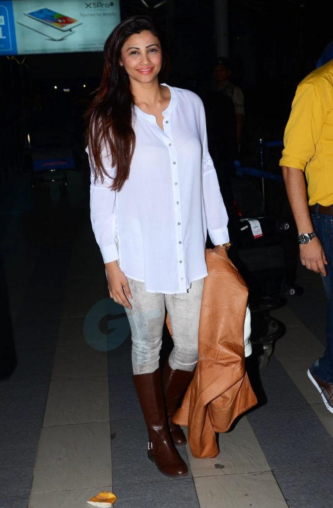 Daisy Shah Latest New Hair Style Pics