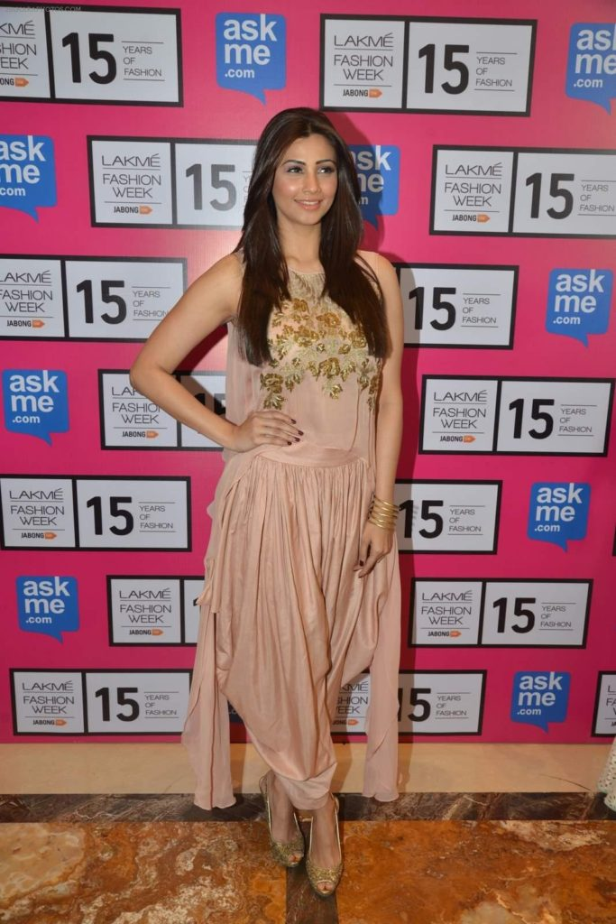 Daisy Shah New HD Images