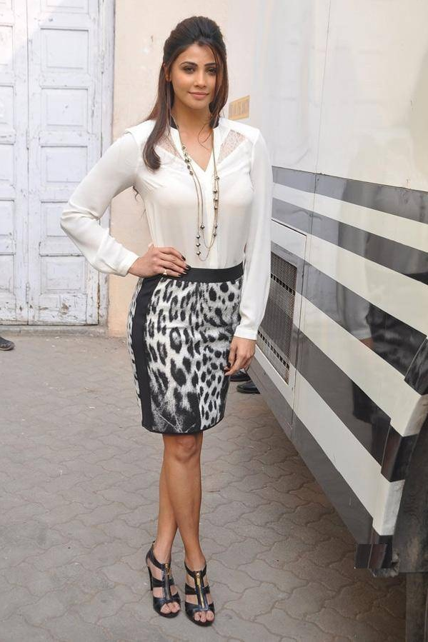 Daisy Shah Sexy Legs Images