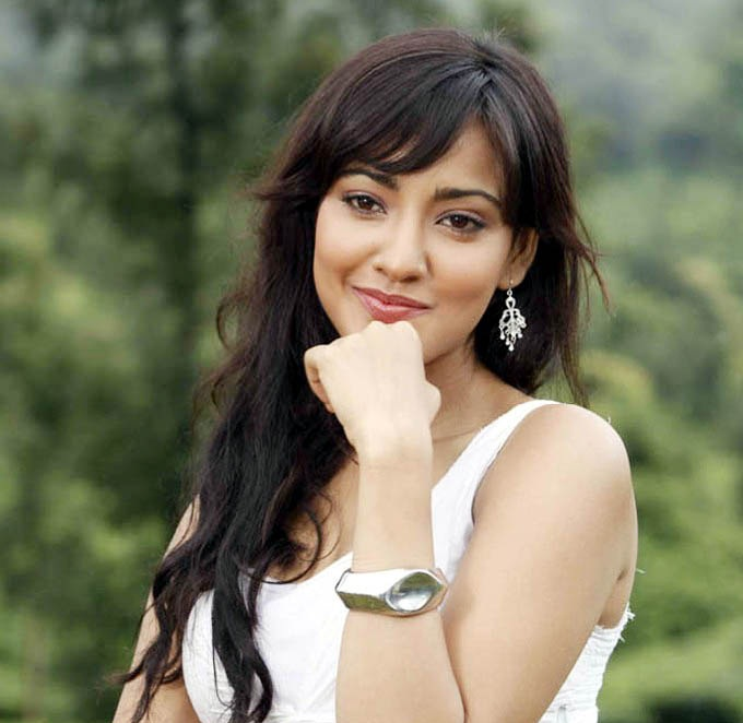 Attractive Actress Neha Sharma Pictures