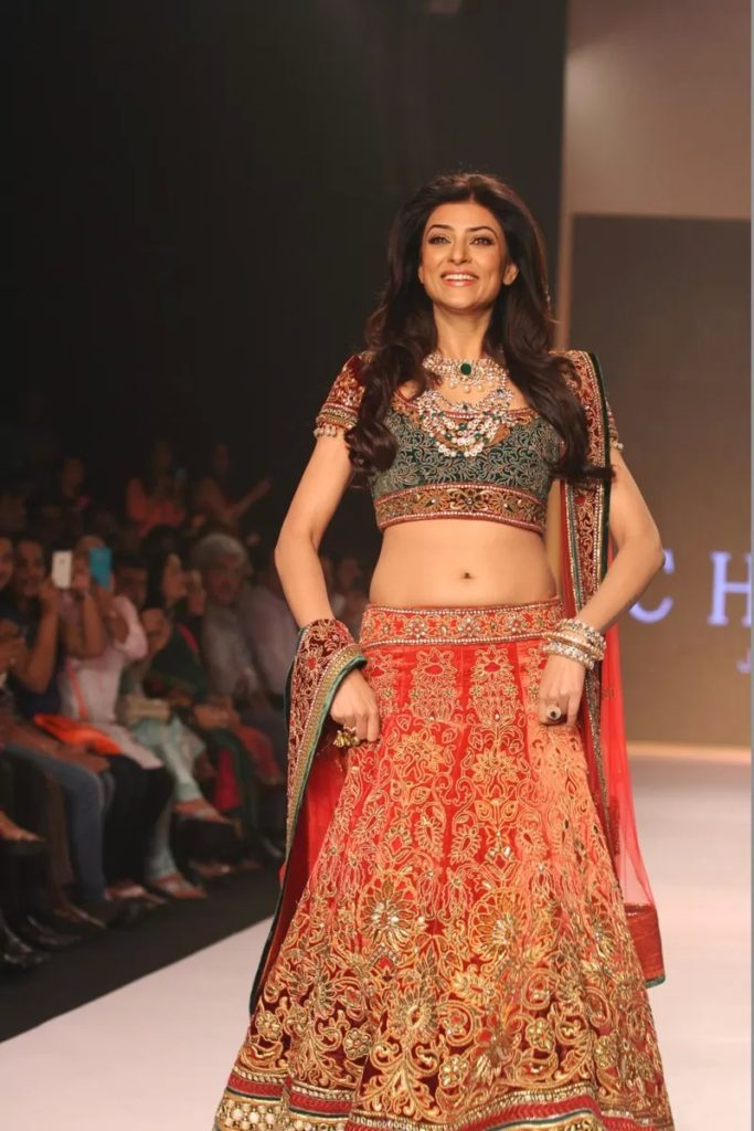 Attractive Actress Sushmita Sen Hot Navel Pictures
