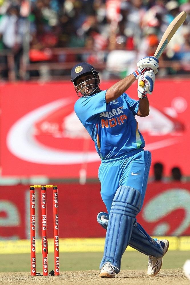 Attractive Cricketer Mahendra Singh Dhoni Pics