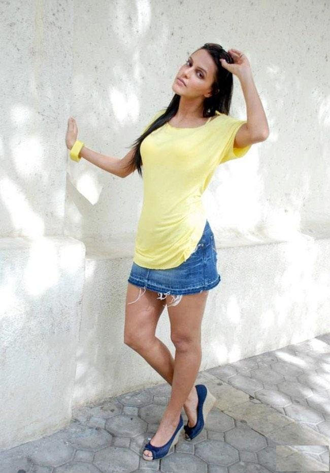 Beautiful Actress Neha Dhupia Spicy Wallpapers