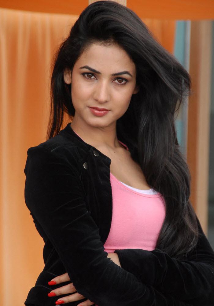 Beautiful Actress Sonal Chauhan Pics