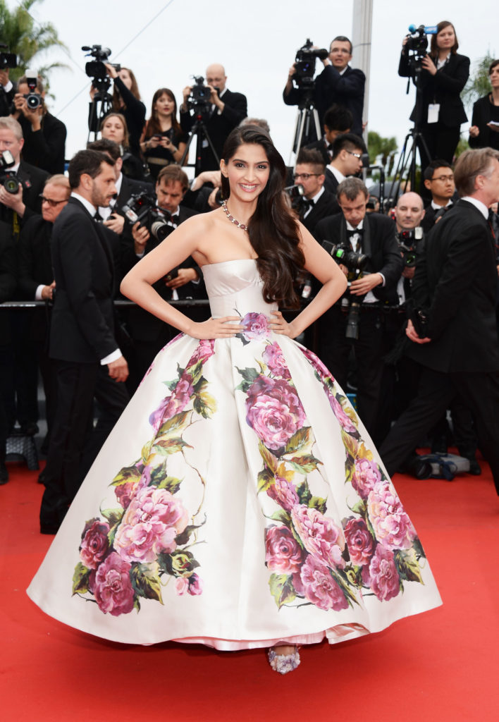 Beautiful Sonam Kapoor Hot & Sizzling Images At Rampwalk