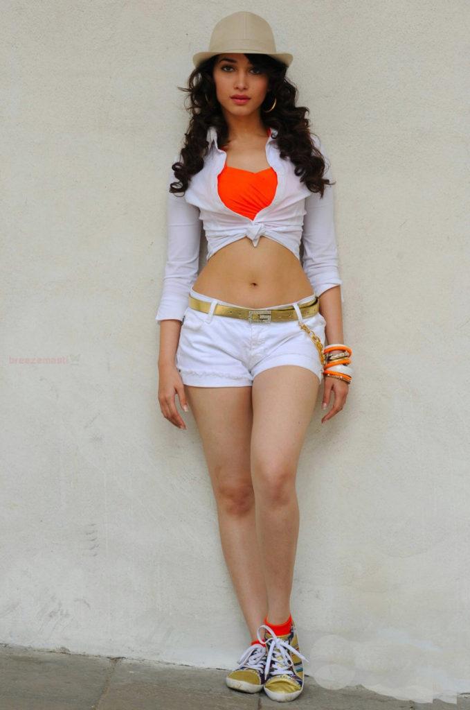 Bold Tamannaah Bhatia Hot & Sizzling Wallpapers