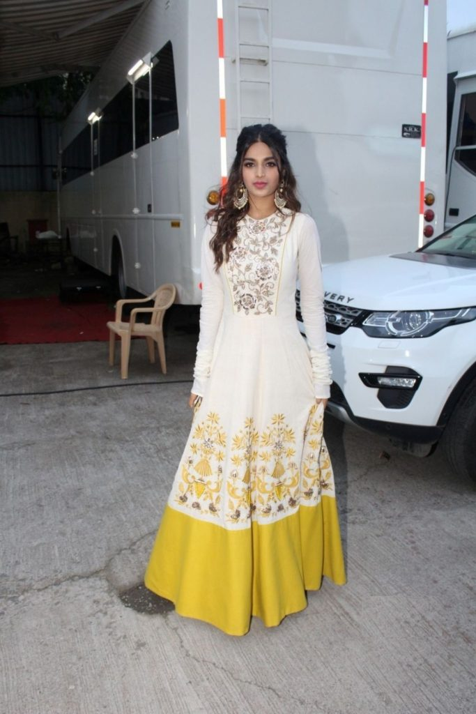 Bollywood Actress Nidhhi Agerwal Nice Pictures