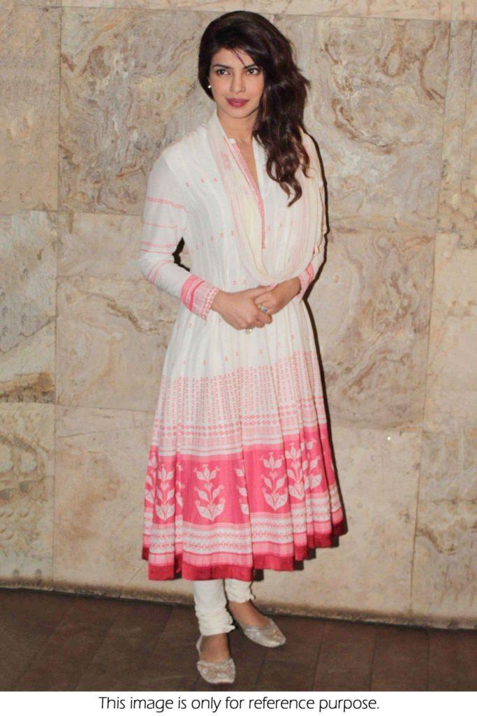 Bollywood Actress Priyanka Chopra New Pics